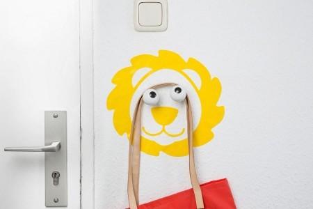 Falmatricás akasztó: oroszlán